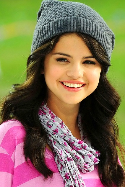 Selena Gomez   famous persons